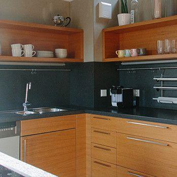 schreinerei mairhofer k che in eiche mit schwarzer arbeitsplatte schreinerei mairhofer. Black Bedroom Furniture Sets. Home Design Ideas