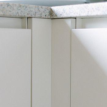 Küche in weiß hochglanz mit eiche stein arbeitsplatte